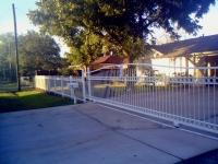 Auto driveway gate